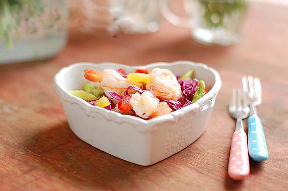 Sử dụng dầu rum với salad để giảm cân