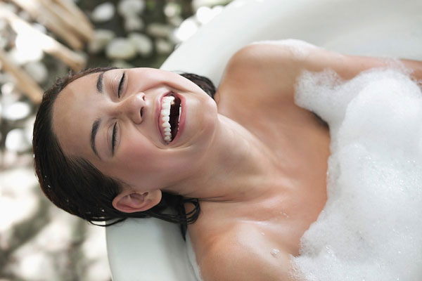 Hỗ trợ cho việc giảm cân bằng việc tắm nước nóng