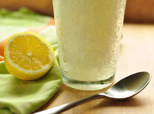 Nước chanh pha loãng có tác dụng giảm cân