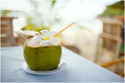 Nước dừa cũng có tác dụng giảm béo
