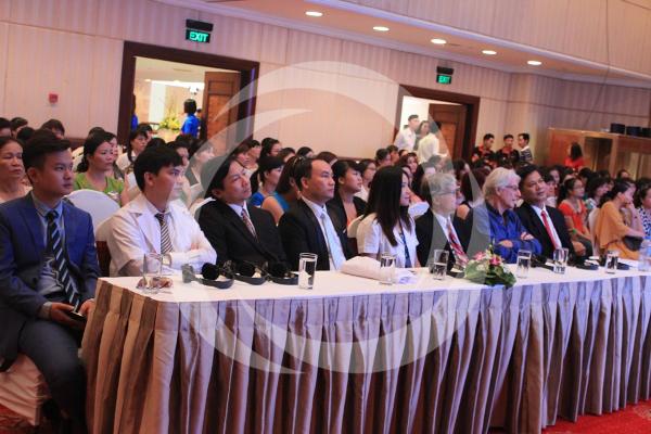 Hội thảo có sự tham gia của các chuyên gia đến từ Hiệp hội thẩm mỹ Hoa Kỳ