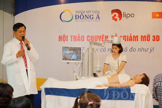 Bác sĩ Nguyễn Thanh Hòa trực tiếp thể hiện quy trình giảm mỡ với khách hàng thực tế