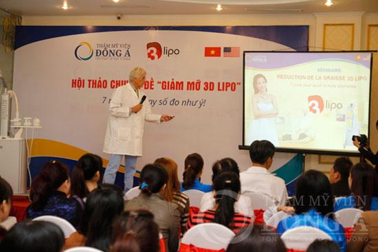 Tiến sĩ - bác sĩ Paul Robert thuyết trình về công nghệ giảm mỡ 3D Lipo