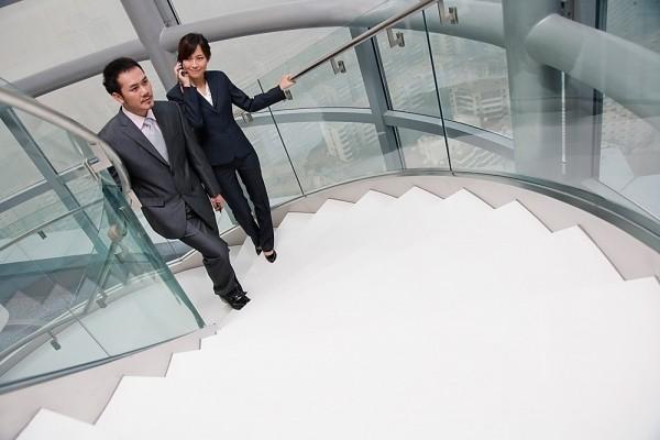 Cách giảm béo bụng đơn giản cho dân công sở là leo thang bộ