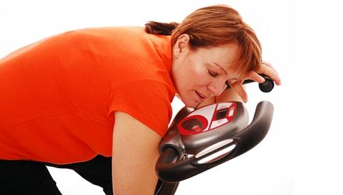 Tập luyện quá sức và nhịn ăn sẽ làm suy kiệt sức khỏe
