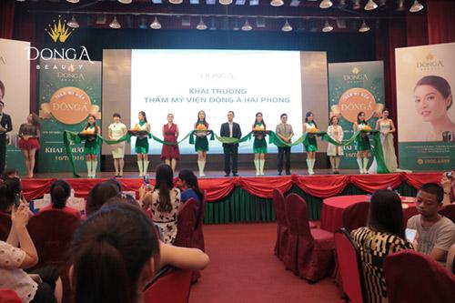 Ngọc Hân đẹp hút hồn dự khai trương chi nhánh Đông Á Beauty - 4
