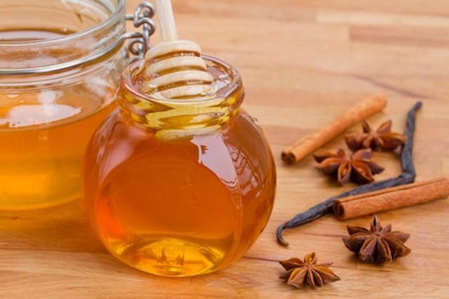 Mật ong và bột quế giúp tạo cảm giác no trước bữa ăn