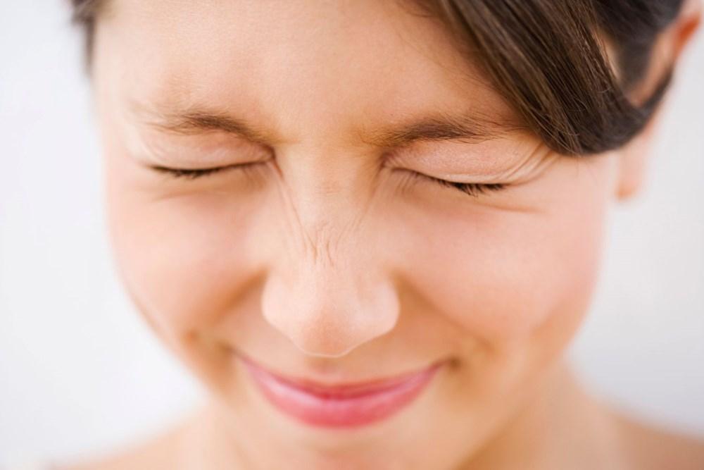 Cười hết cỡ là một bài tập giảm béo mặt đơn giản