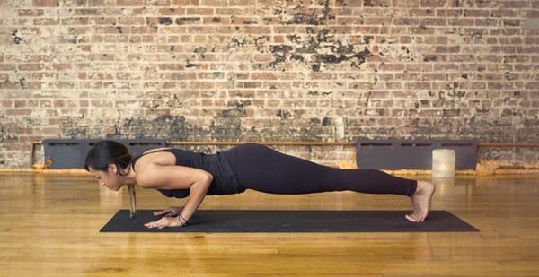 giam-mo-bap-tay-cung-5-bai-tap-yoga-cuc-don-gian-3