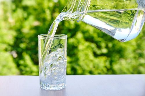 Uống nước để hỗ trợ giảm cân